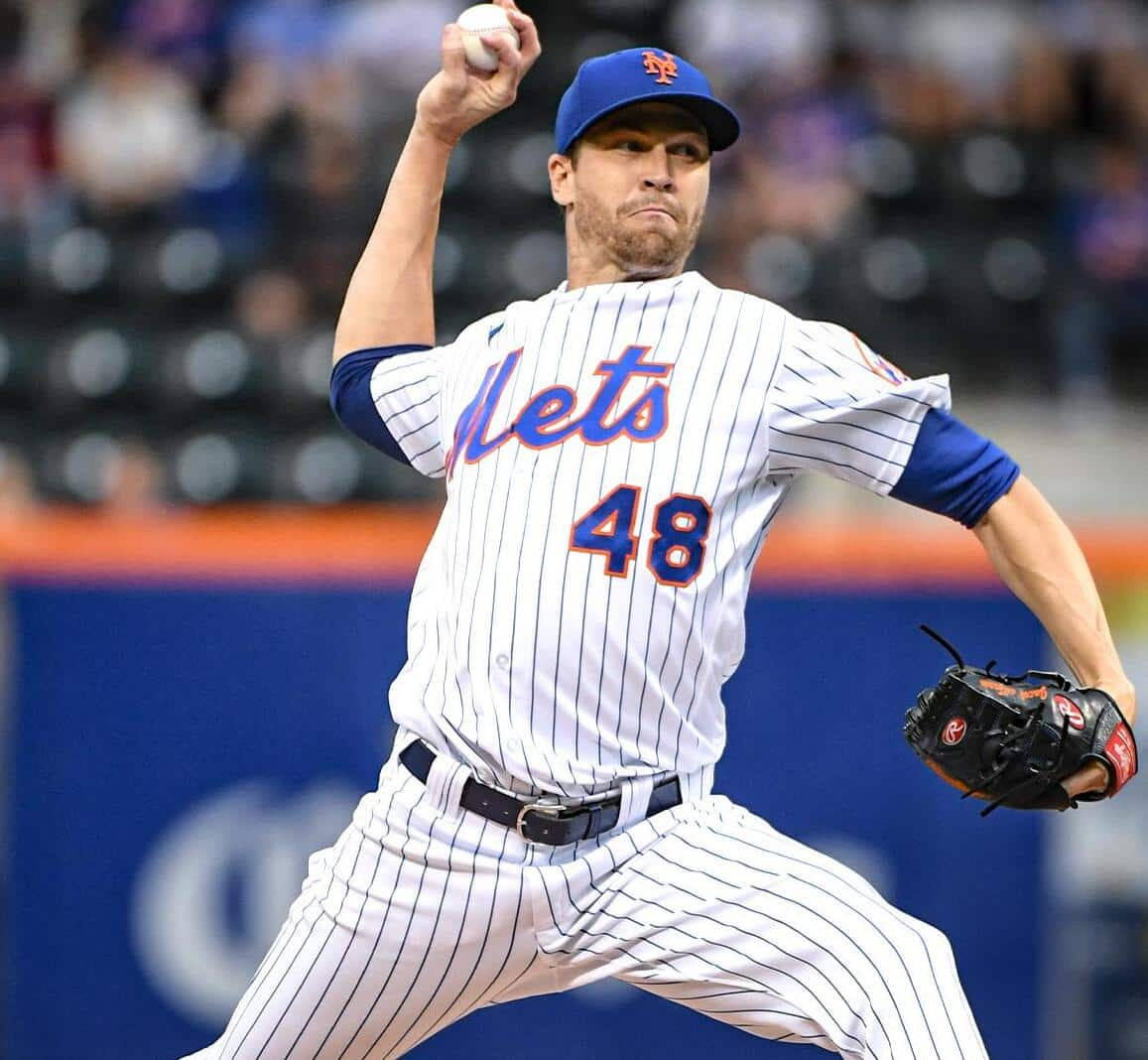 New York Mets pitcher Jacob Degrom throwing to the plate